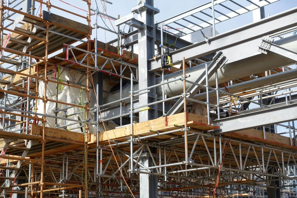 scaffold and rigging on pipes at longford refinery