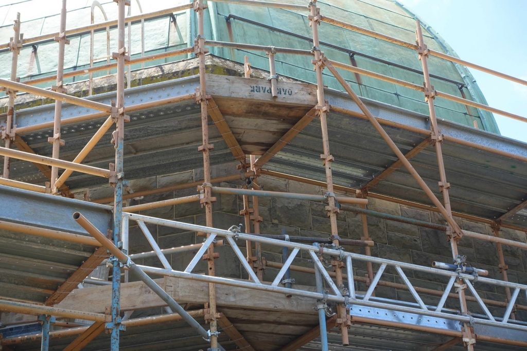 scaffold on building for renovations